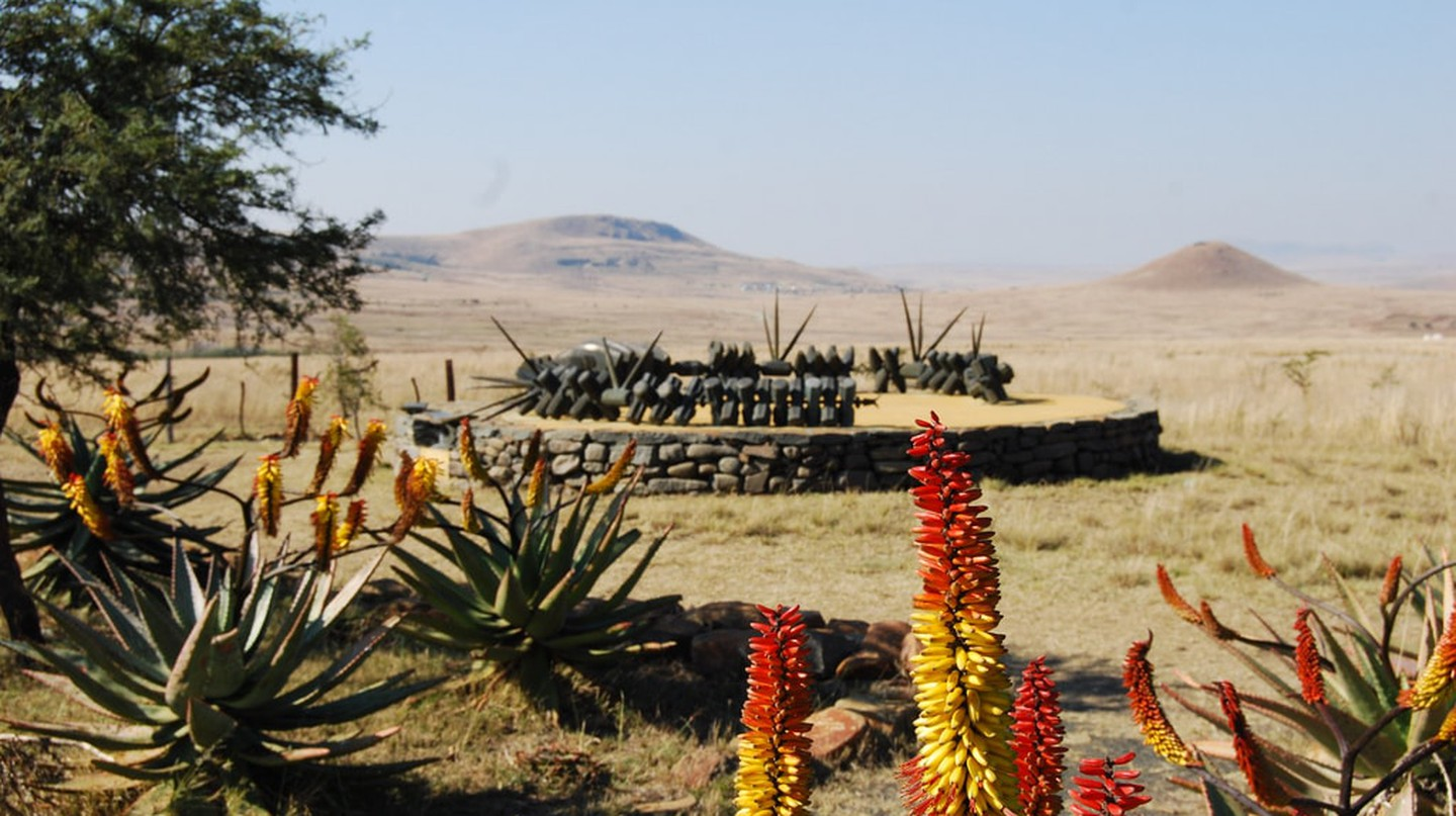 Zulu memorial at Isandlwana | © Rob/Flickr