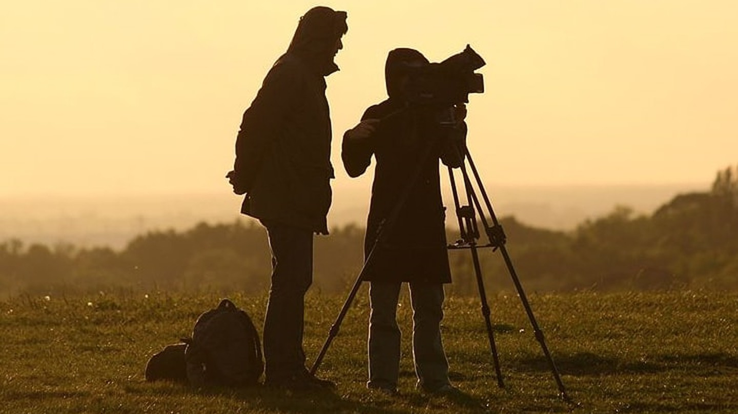 Film crew at sunset | © Till Krech / WikiCommons