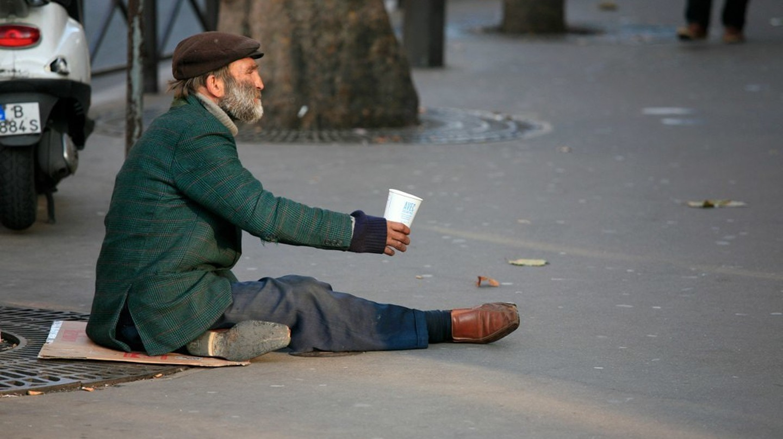 Homeless man, Paris © Alex Proimos / WikiCommons