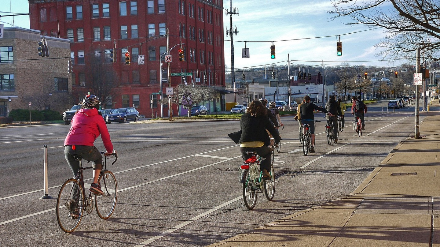Cycling in Cincinnati | © 5chw4r7z / Flickr
