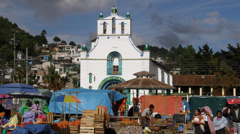 The Chamula church on Market Day │© Darij & Ana / flickr