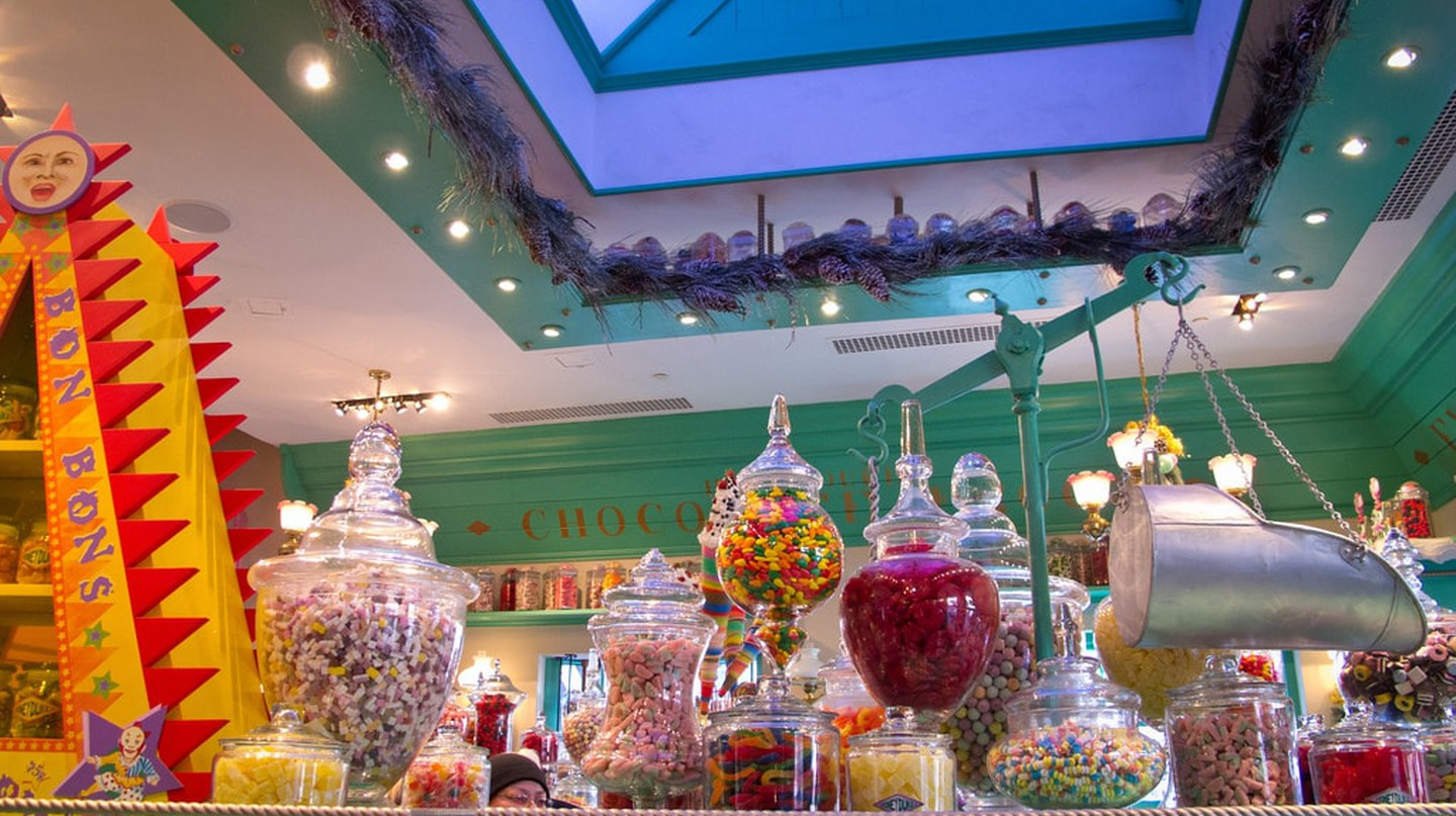 Honeydukes | © Anna Fox / Flickr