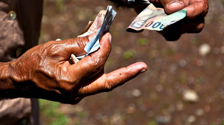 Money For Nothing | © Bindalfrodo | Flickr