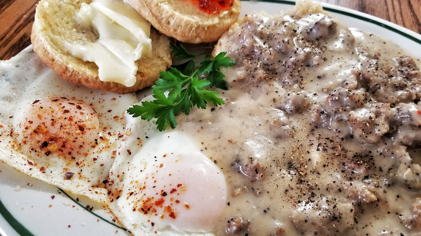 Sausage gravy and biscuits | © jeffreyw / Flickr