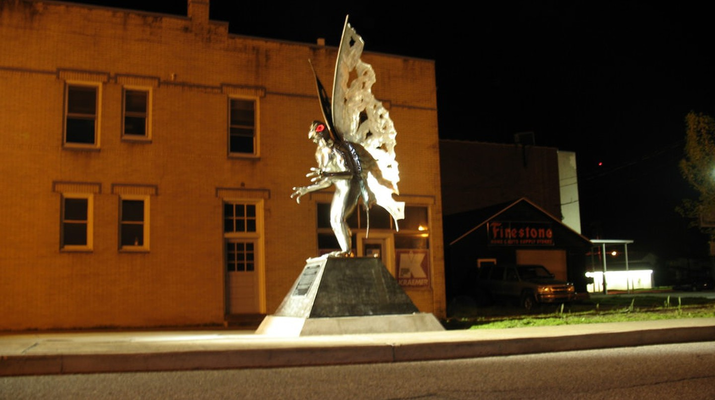 Mothman at Night | © David Becher / Flickr