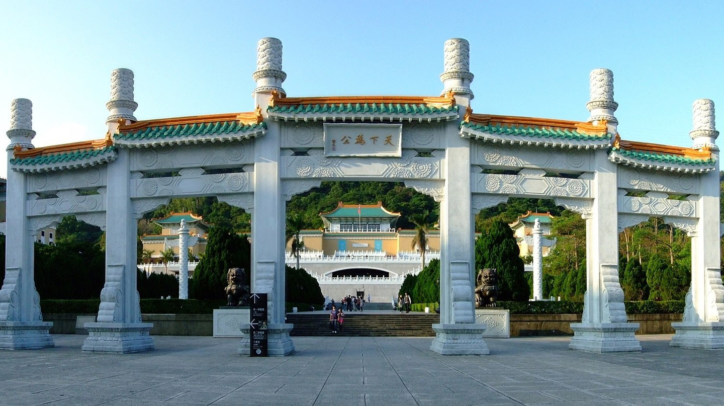 The impressive entrance to the National Palace Museum | © Latinboy / WikiCommoms