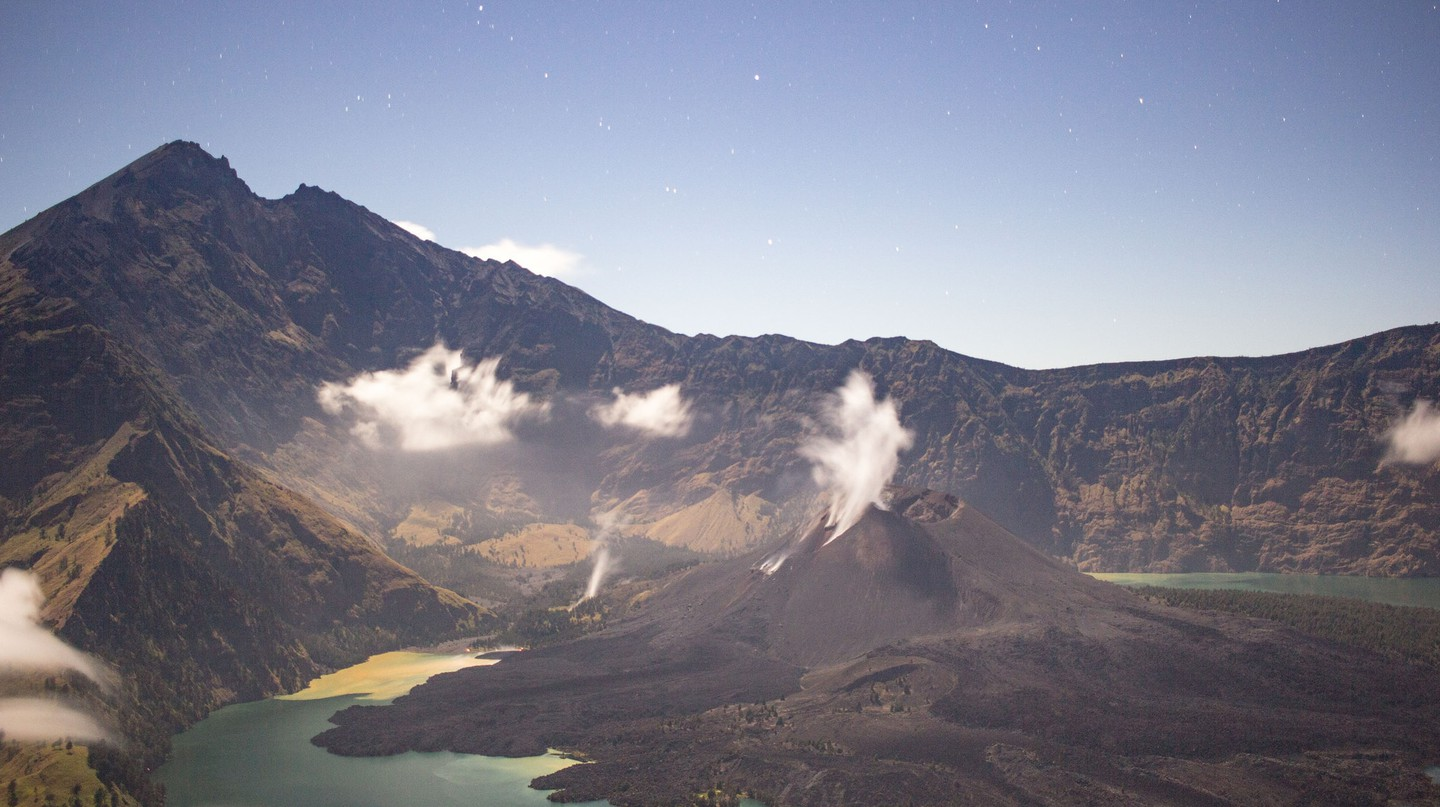 Rinjani under the moonlight | © [Alexandre]/Flickr