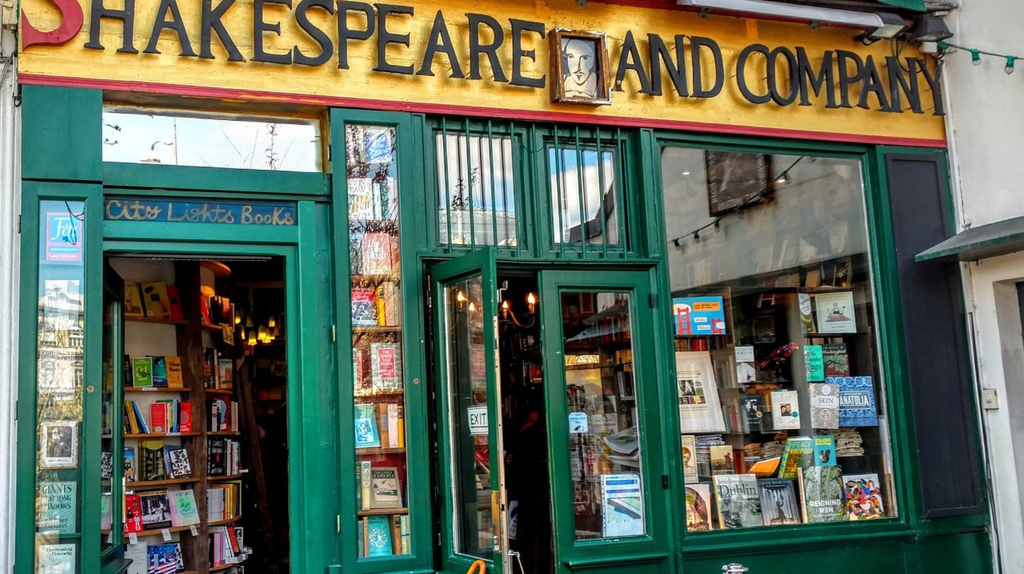 The iconic bookstore, Shakespeare and Company in Paris | © stmaciorowski/Pixabay