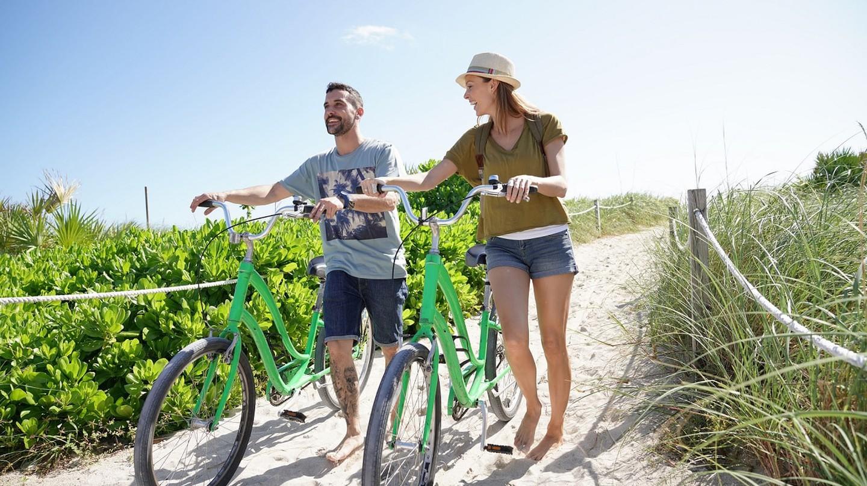Biking in Miami Beach | © Goodluz / Shutterstock