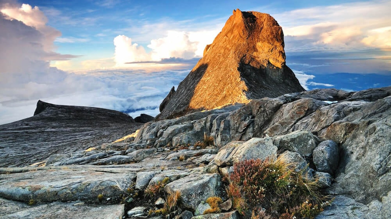 Summit of Mount Kinabalu, Sabah, Malaysia   © Nokuro / Shutterstock