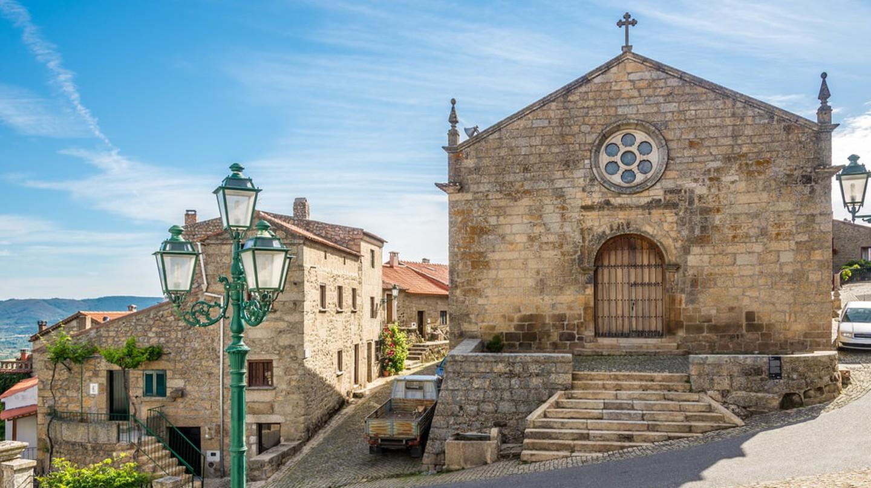 Church Matriz of Sao Salvador, Monsanto, Portugal | © milosk50/Shutterstock