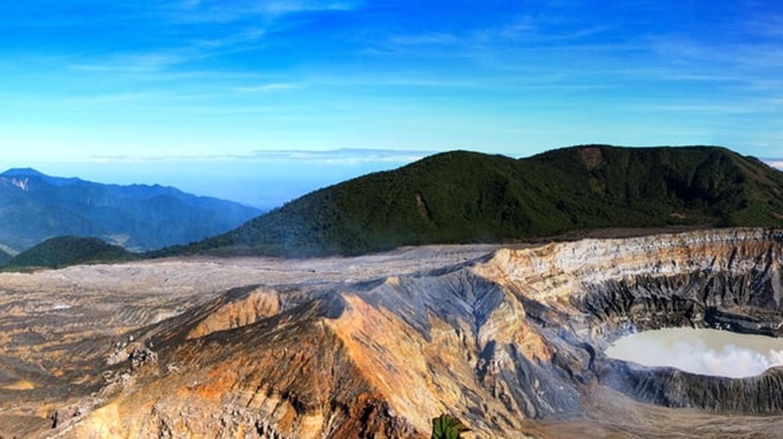 Volcano views | © Frerd/Shutterstock