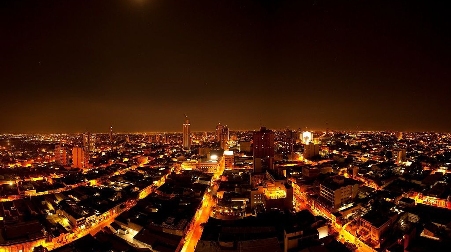 Asuncion at night | © Embajada de EEUU en Paraguay/Wikipedia