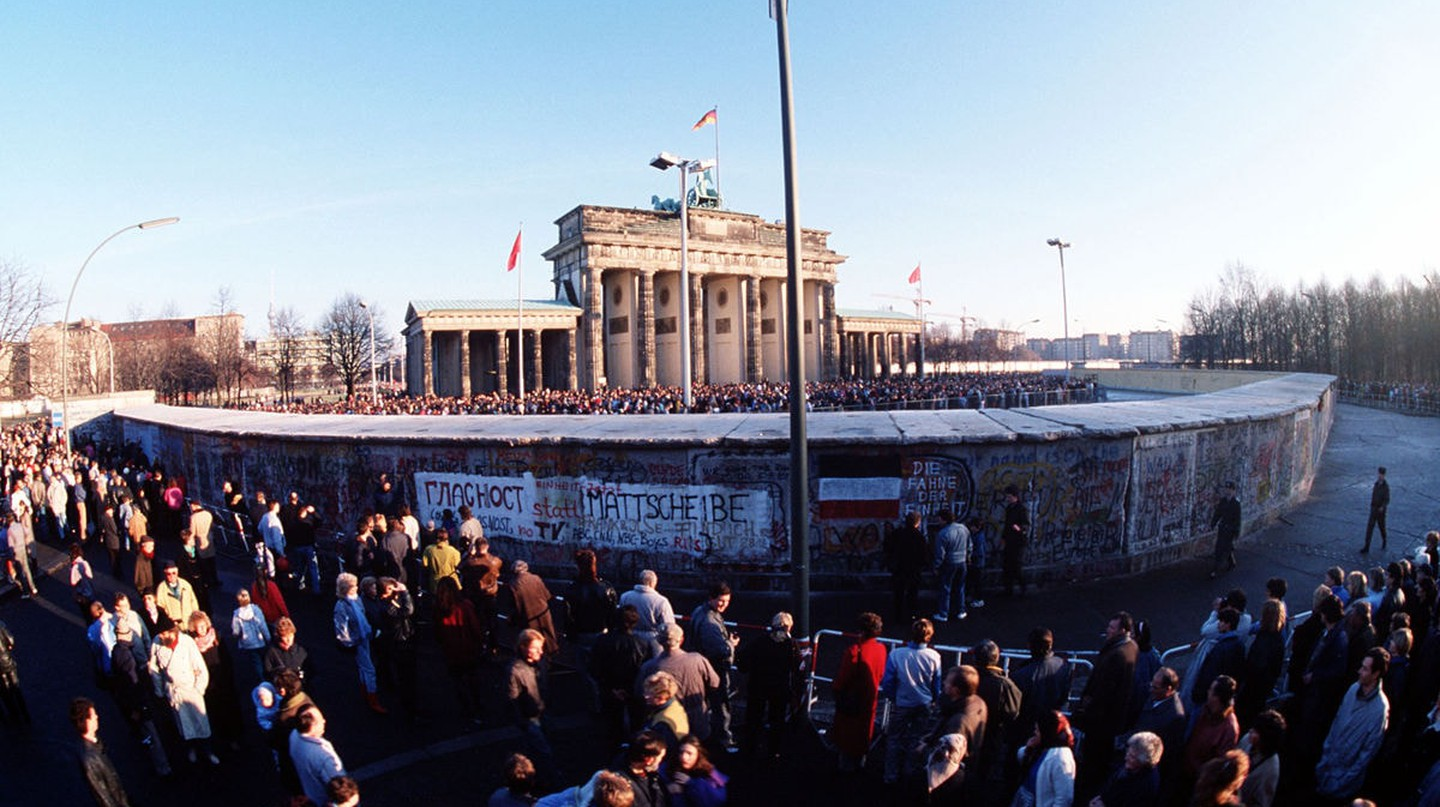 Brandenburg Gate on December 1, 1989 | © SSGT F. Lee Corkran / WikiCommons