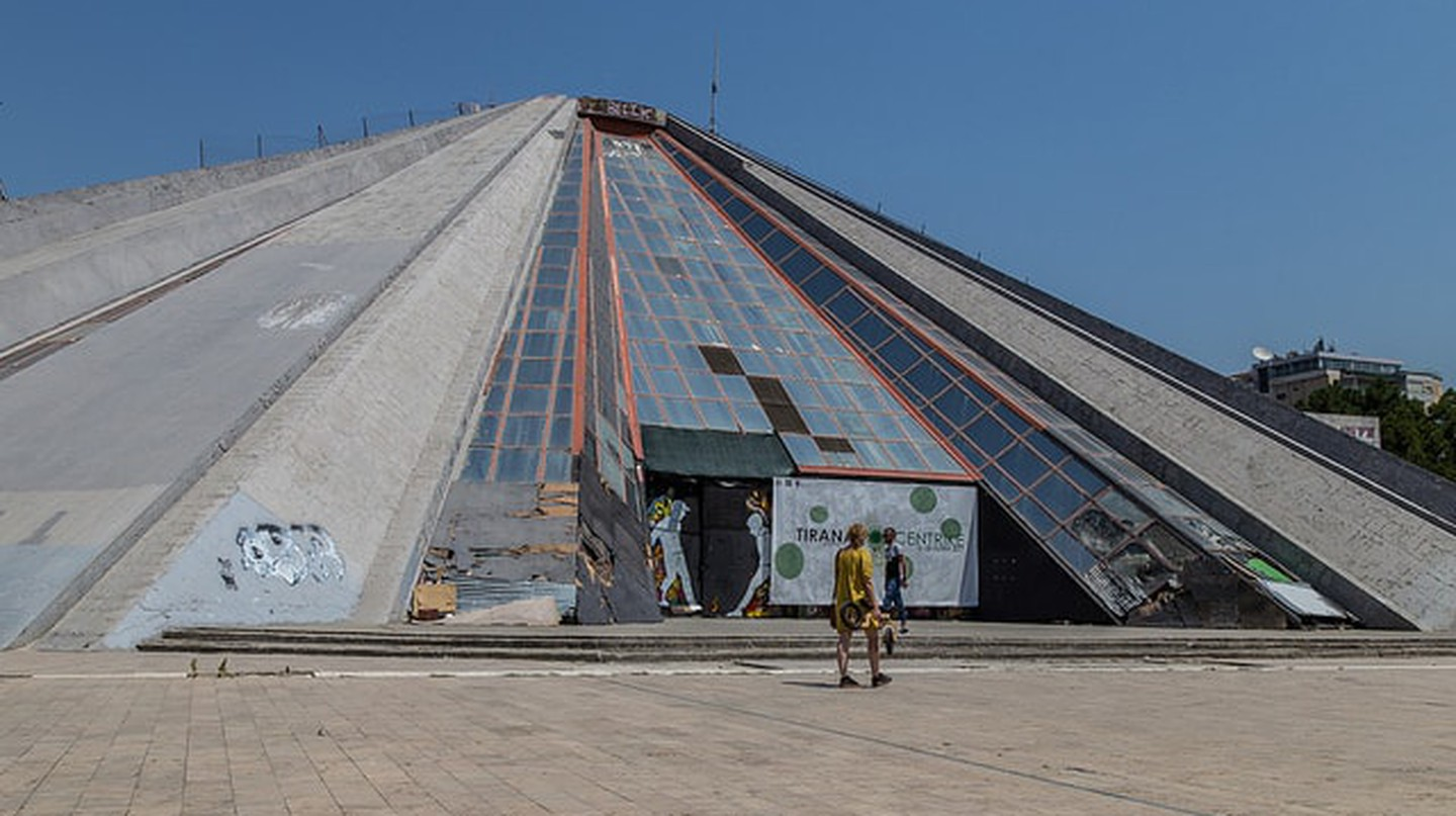 The Pyramid of Tirana| ©Bruno Vanbesien/Flickr