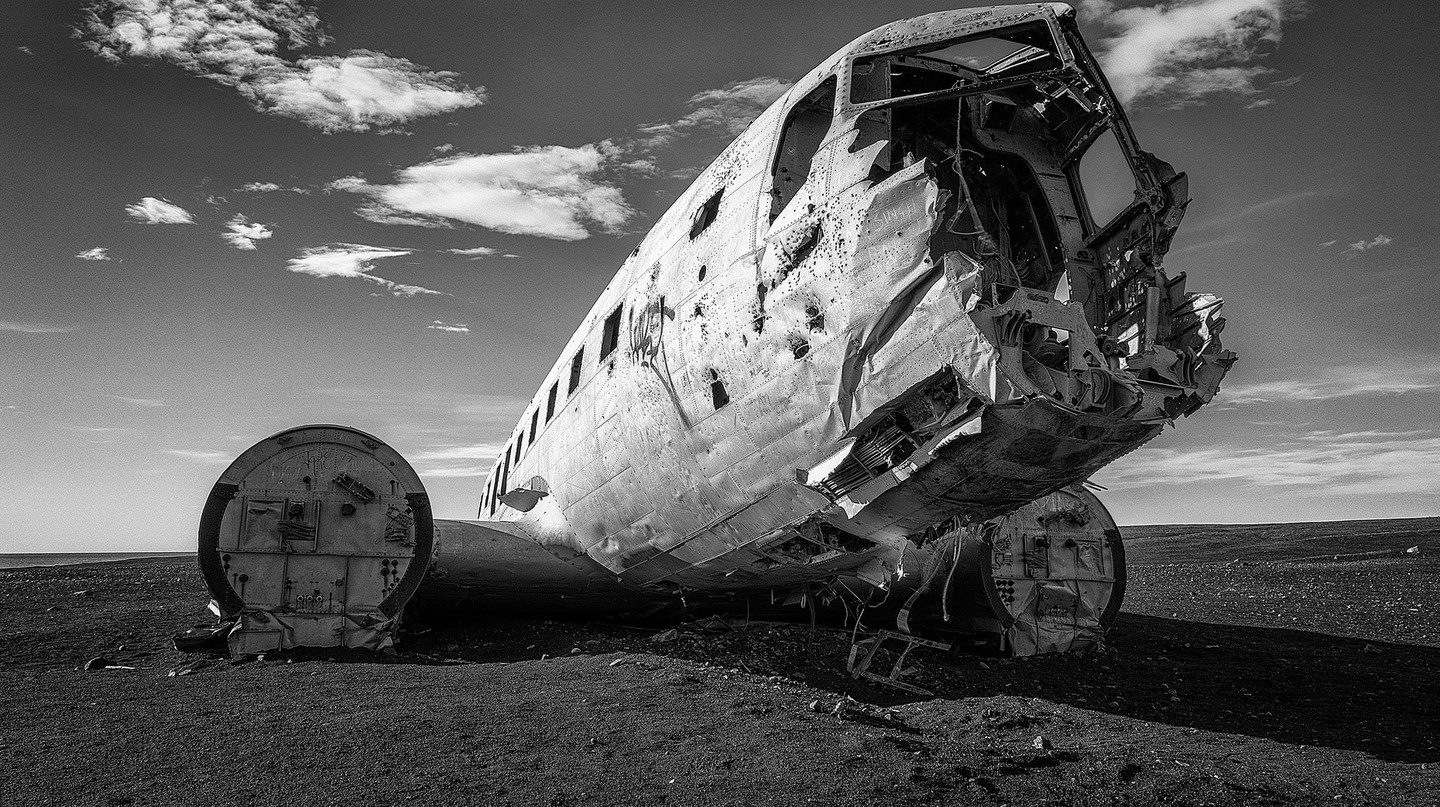 Abandoned plane at Solheimasandur, Iceland | © William Warby / Flickr