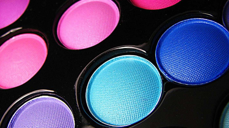 Perhaps a man applies makeup better © pumpkincat210 / Flickr