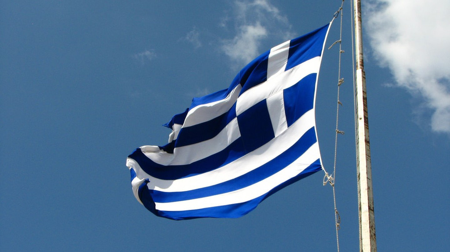 Greek flag | © fdecomite / Flickr