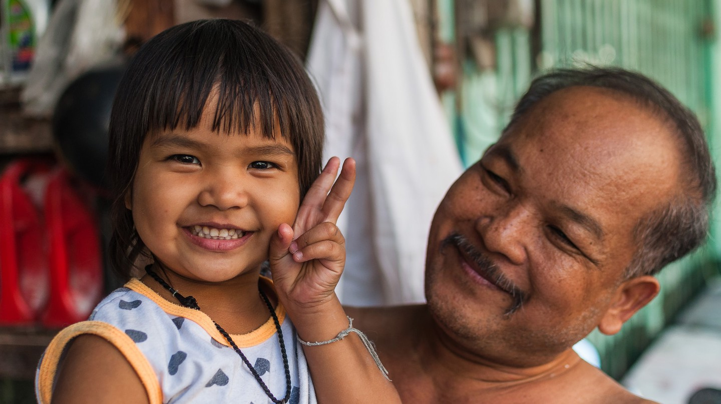 A Thai man and young child | © Mark Fischer / Flickr