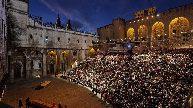 The courtyard of the immense Palais des Papes during the Avignon Festival |© Avignon Festival / Christophe Raynaud de Lage
