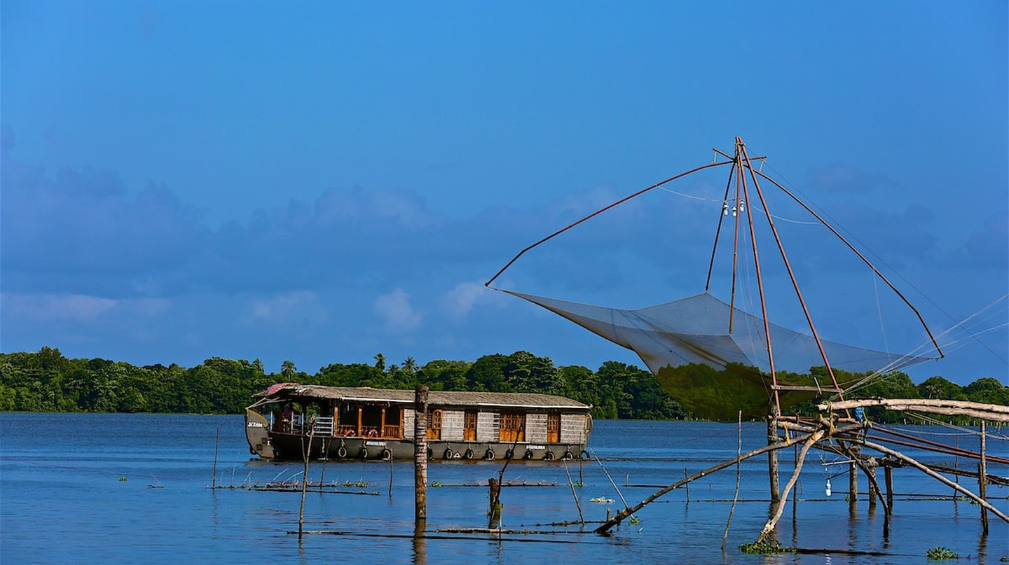Kerala backwaters photographed by travel blogger Ajay Jain