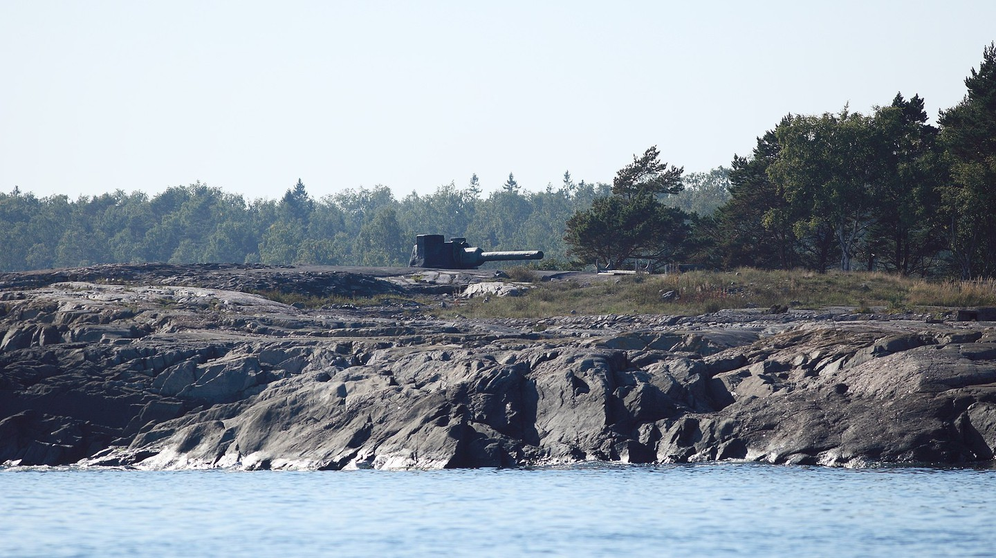 A decommissioned gun on Isosaari.