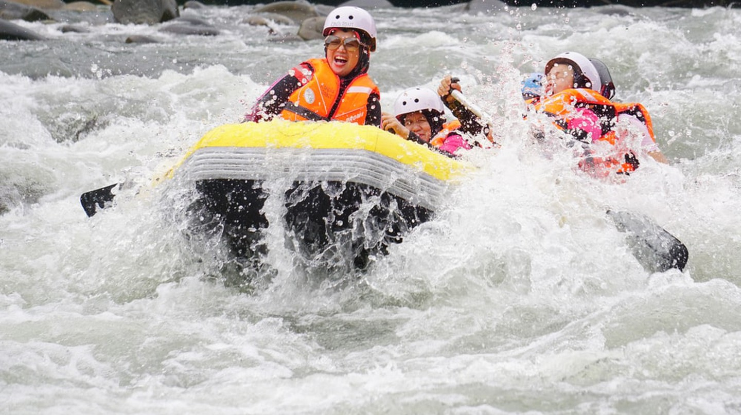 White Water Rafting at River Kiulu, Sabah | © Lano Lan/Shutterstock