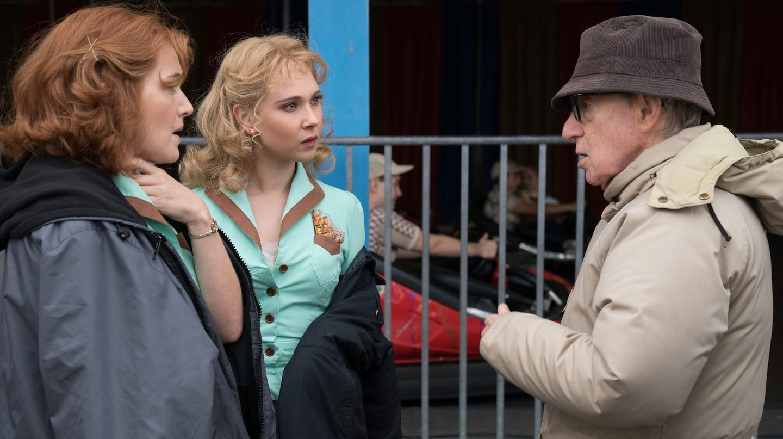 Kate Winslet, Juno Temple and Woody Allen on the set of 'Wonder Wheel' | © Warner Bros./Amazon Studios