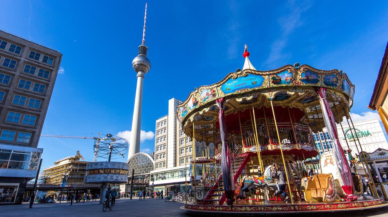 The large, lively square at Alexanderplatz | ©Oliver Hallmann/ Flickr