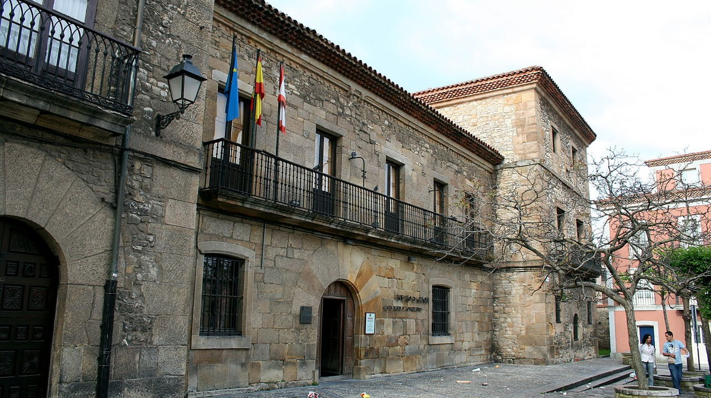 Visit the Museo Casa Natal de Jovellanos in Gijón