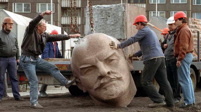 Toppling Lenin