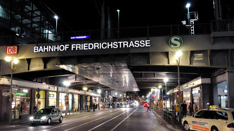 Bahnhof Friedrichstraße At Night | © David Forsman / Flickr