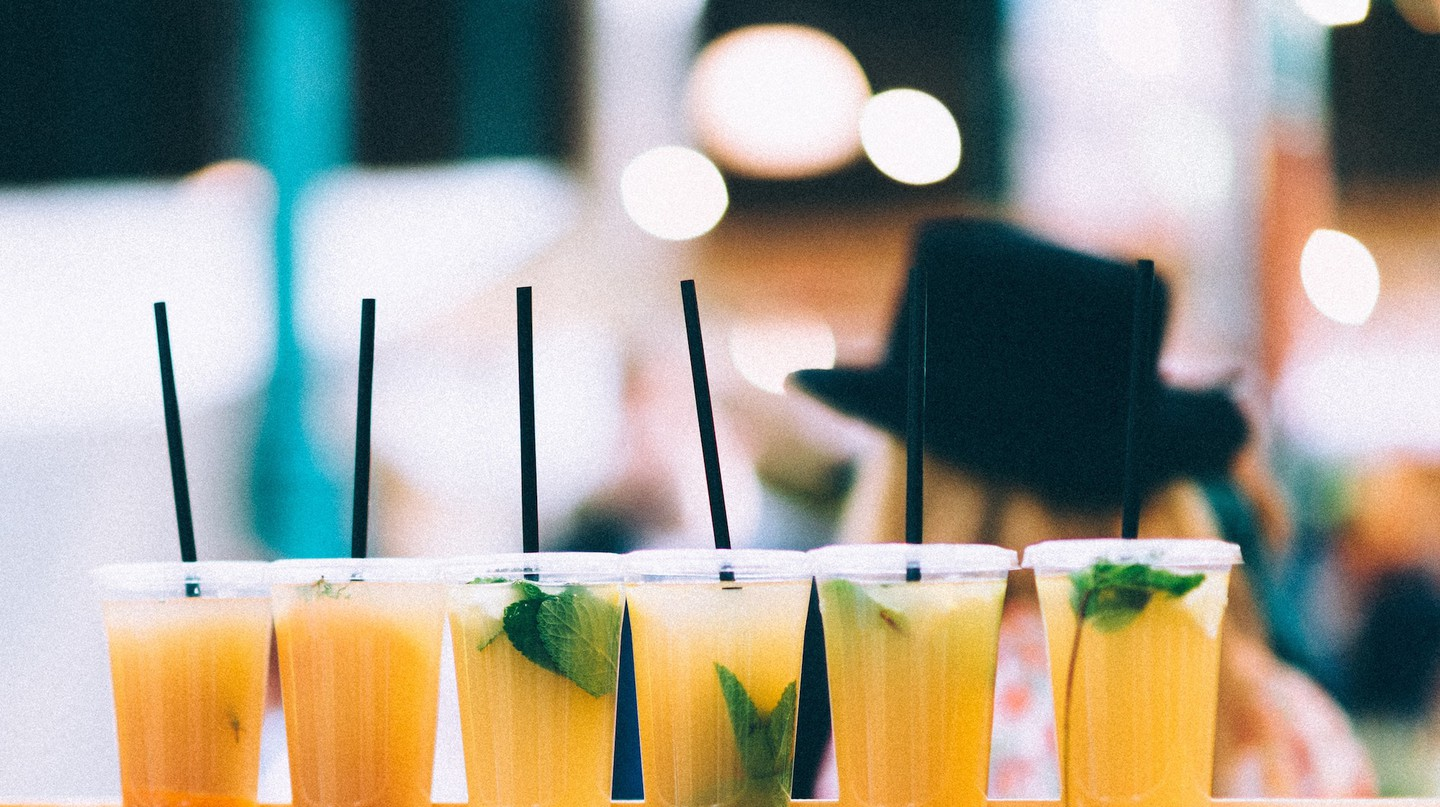 What You Should be Drinking at Happy Hour if You Have Pollen Allergies