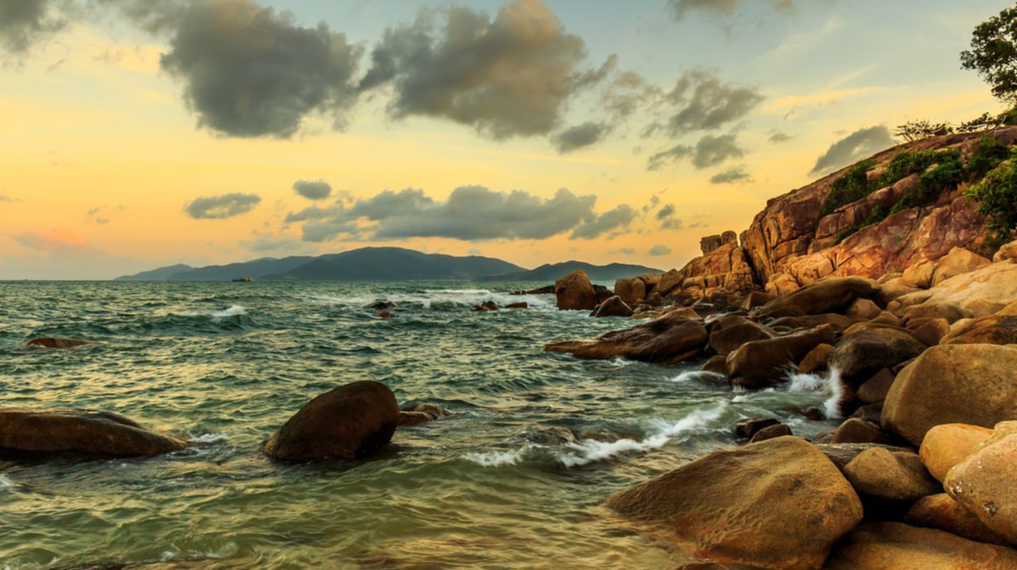 The rocky coast of Vietnam | © Terry Mucha/Shutterstock