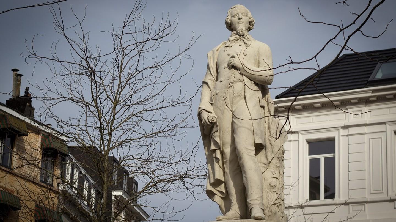 A statue of Flemish writer Theodoor van Rijswijck overlooks a square aptly named Theodoor van Rijswijckplaats