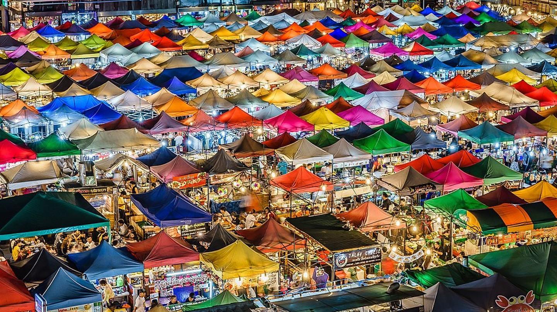 Colourful tents at a Bangkok night market   © aotaro / Wikimedia Commons