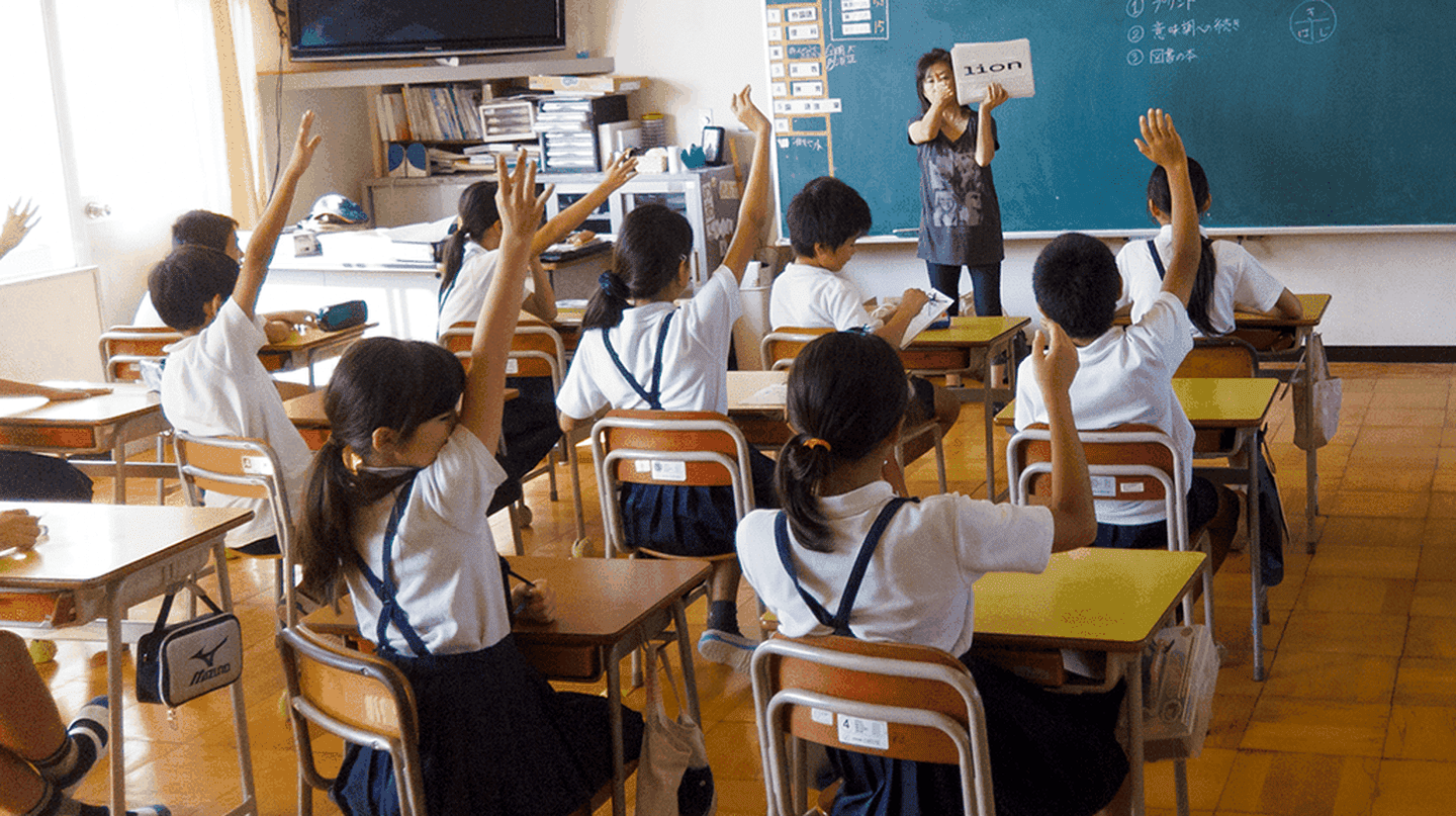 Japanese teacher and her 6th grade class | © JoshBerglund19 / Flickr, image cropped