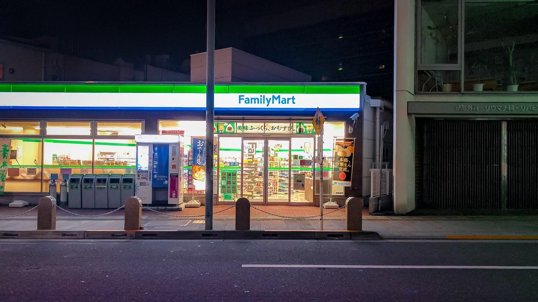 Family Mart Glow