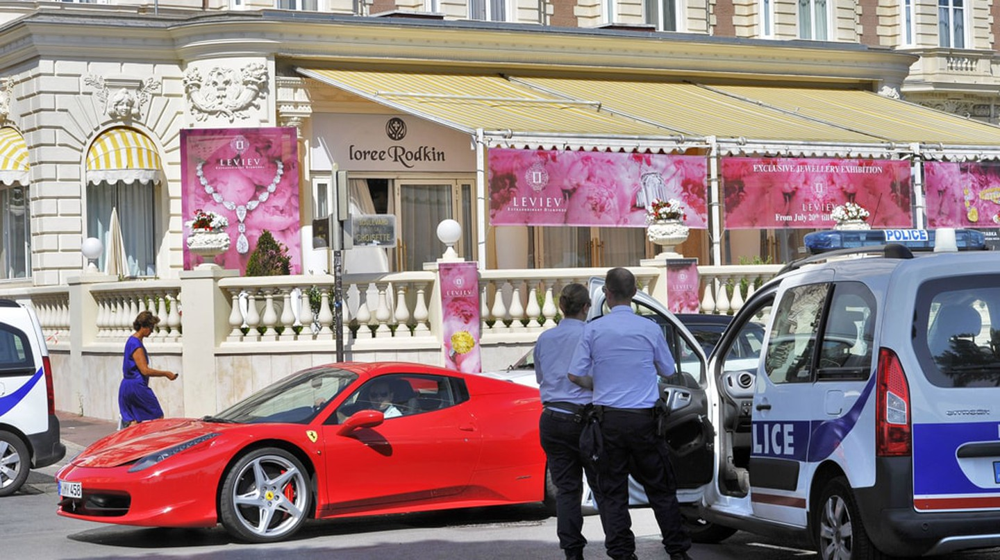 Police examining the crime scene at the Carlton Hotel, Cannes in 2013 | © BEBERT BRUNO / SIPA / REX / Shutterstock