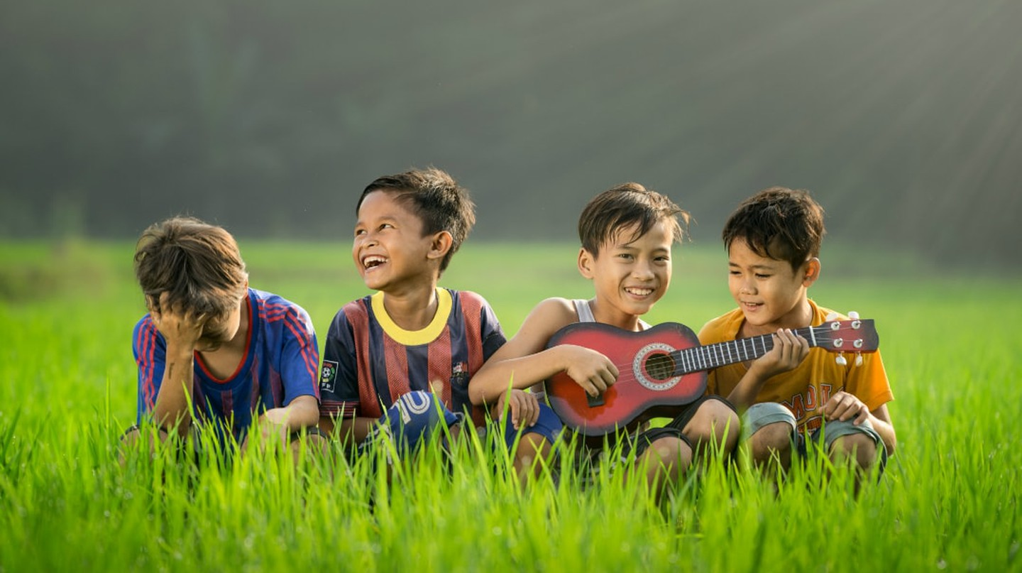 Children playing the ukulele