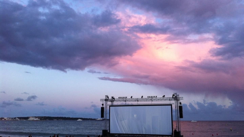 Outdoor cinema on the beach in Cannes, France |© Samuel Hakkinen / Shutterstock