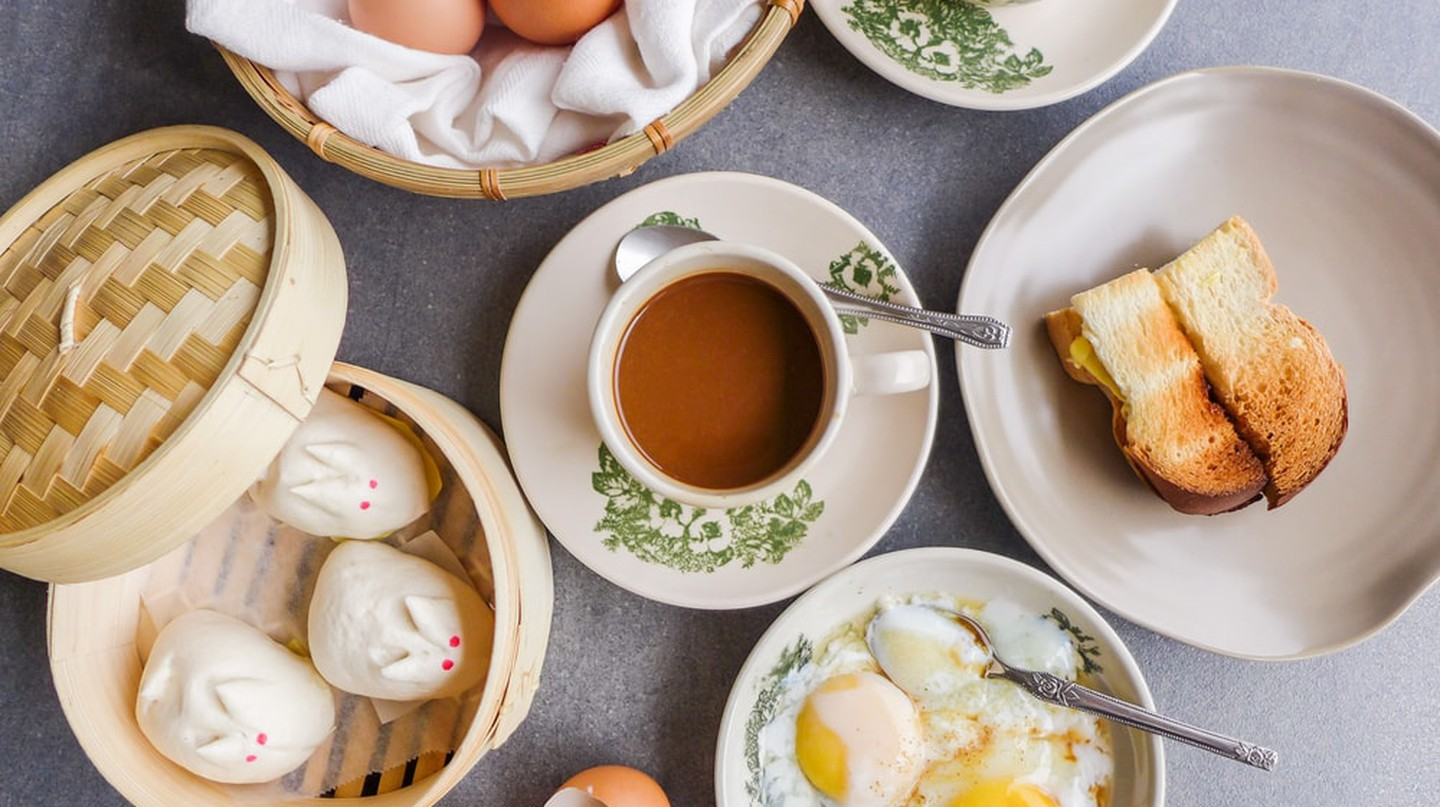 Local and western-style breakfasts at this kopitiam