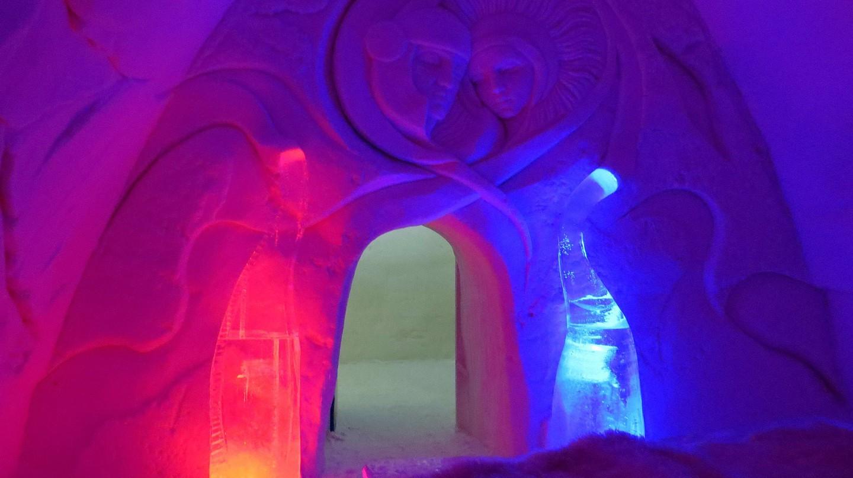 The romantic honeymoon suite in Kemi Snow Castle