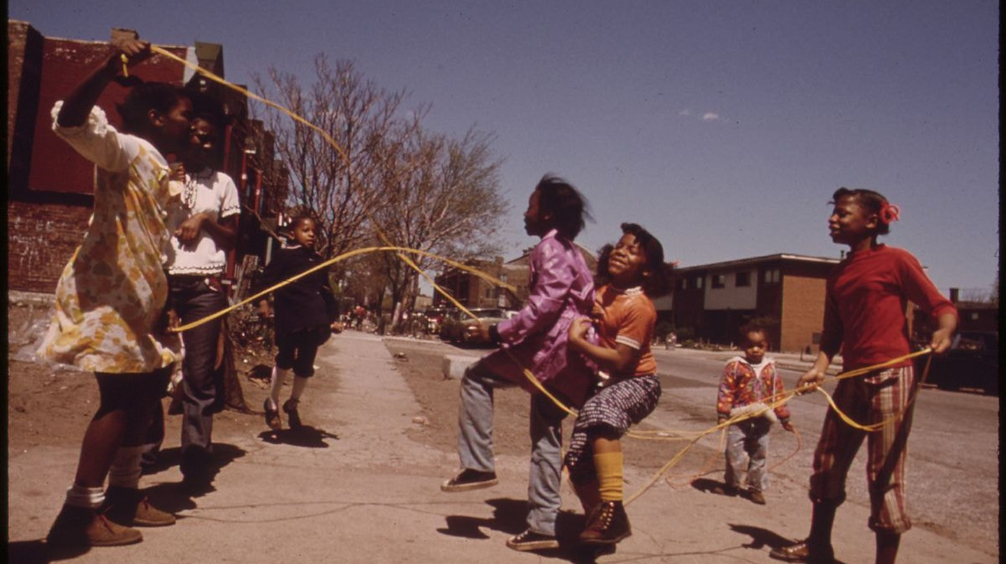 Young children play double Dutch jump rope outside the Ida B. Wells housing project in Chicago, circa May 1973.