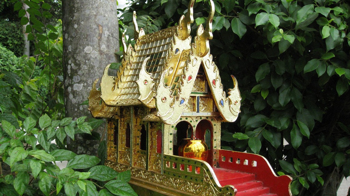 A spirit house in Thailand's woods | ©  jennandjon / Flickr