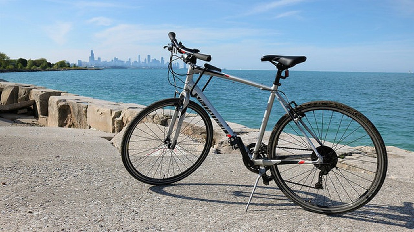 Chicago's Lakeshore Trail spans 18.5 miles along Lake Michigan.
