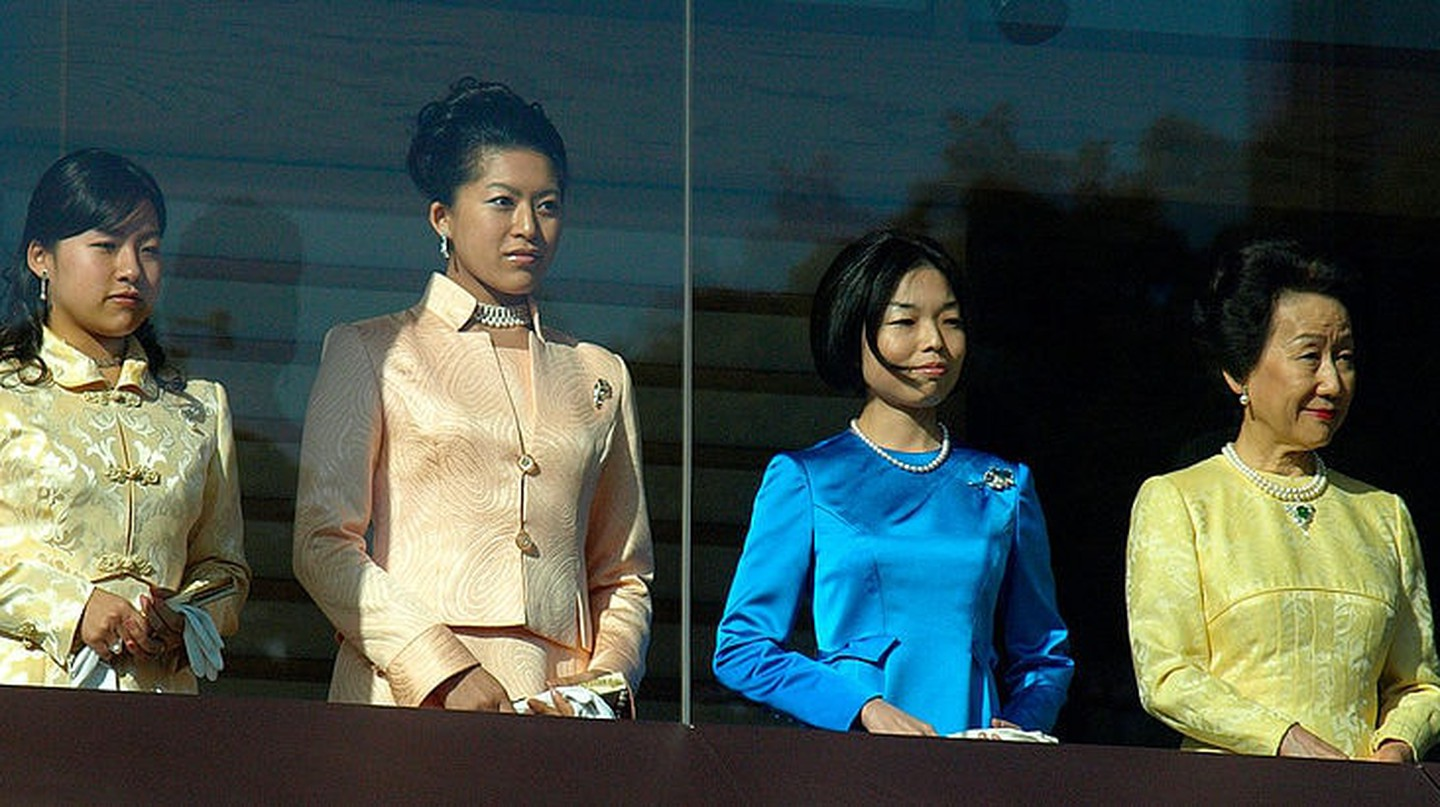 Princess Ayako (seen on the left)