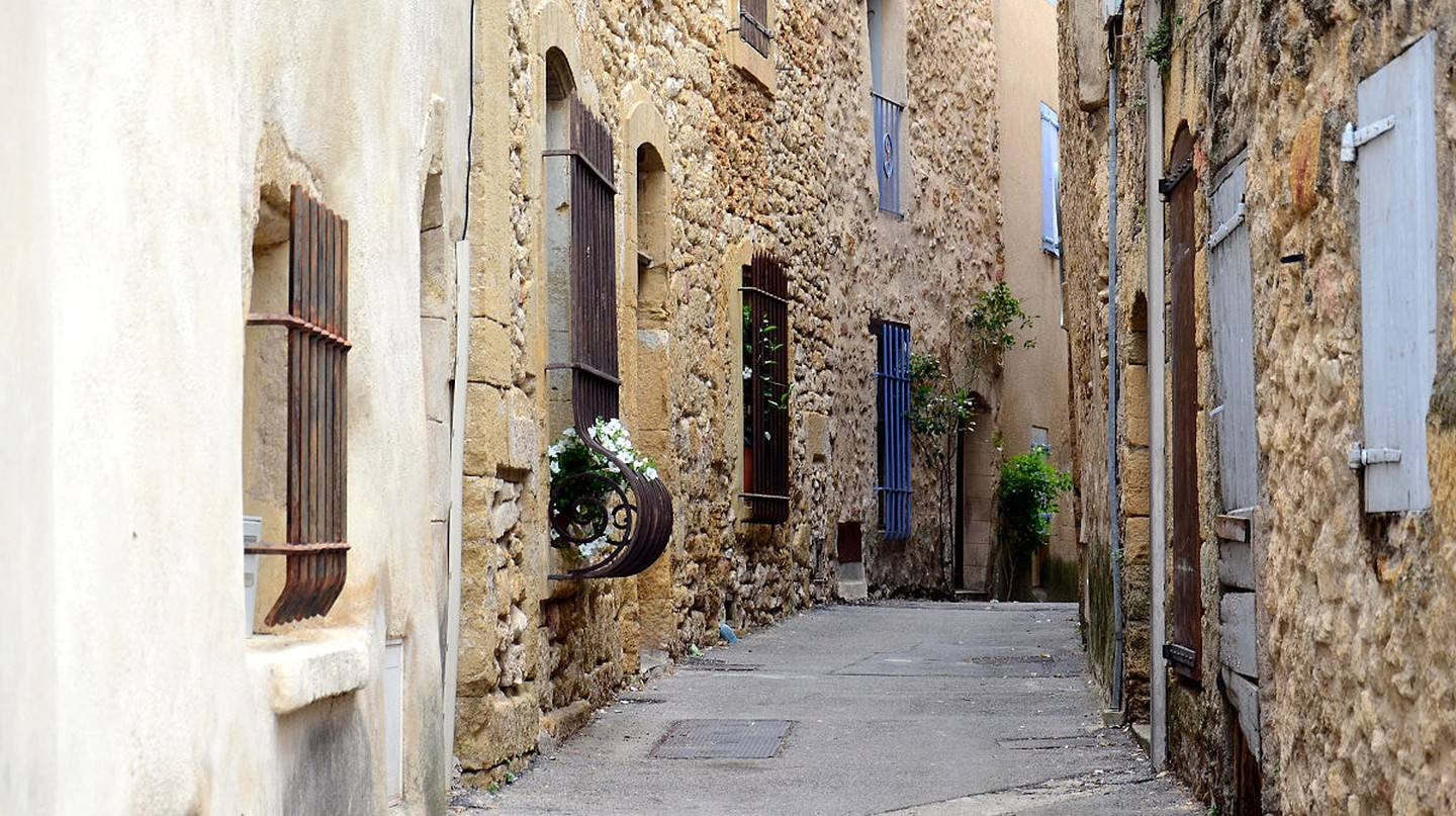 The streets of Lourmarin in the Luberon | © BlueBreezeWiki / WikiCommons