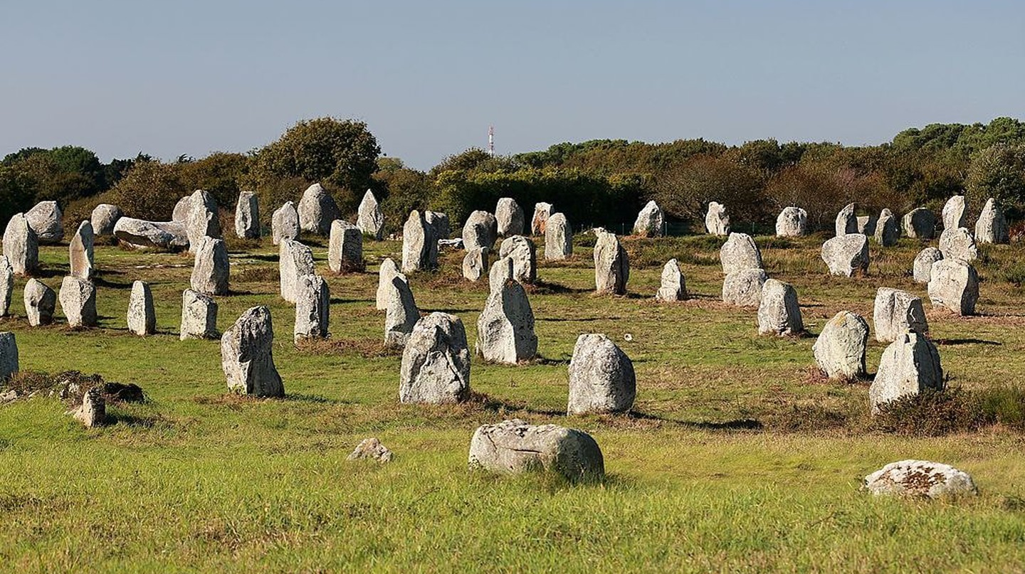 The Carnac Stones lined up as far as the eye can see | © Martin Cígler / WikiCommons