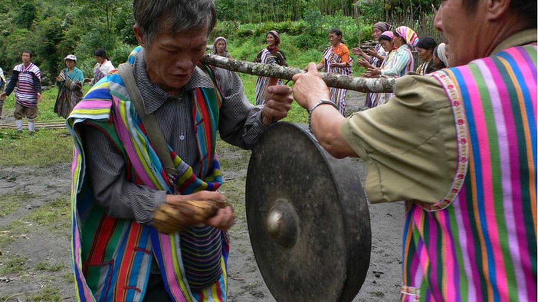 Derung Mangluo dance